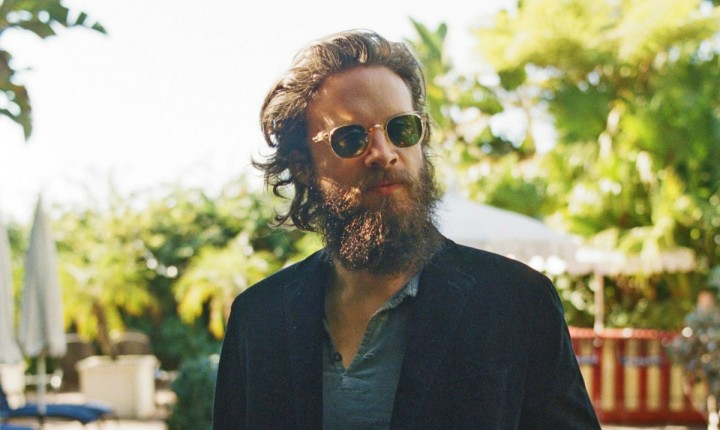 FATHER JOHN MISTY REGRESSA EM ABRIL (VIDEO)