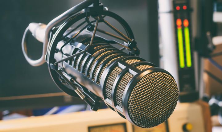 Pela liberdade de divulgar, de informar e… de fazer rádio