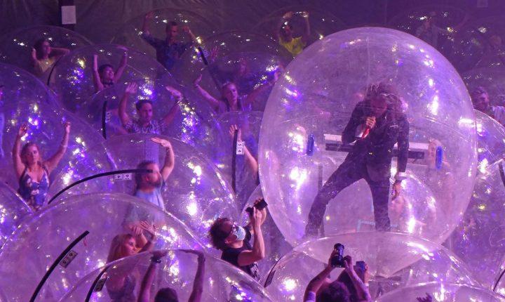 Flaming Lips: concertos em bolhas insufláveis