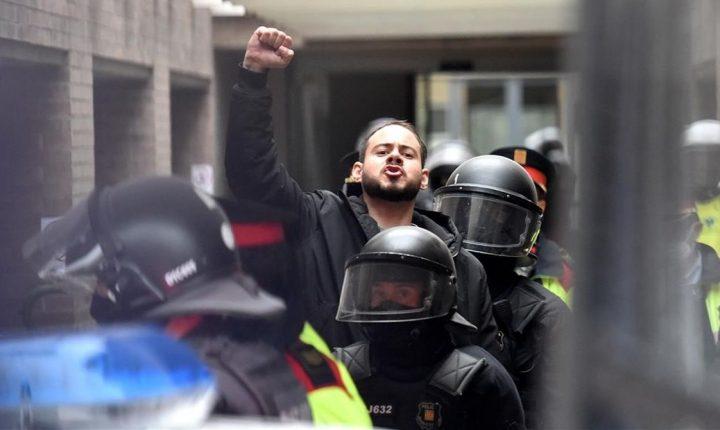Polícia catalã entra em Universidade para prender rapper