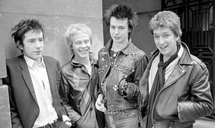 Ex-membros dos Sex Pistols processam Johnny Rotten